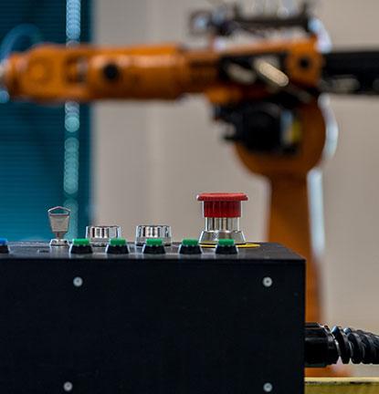 Pramoninių gamybos įrenginių valdymas, pramoninių gamybos procesų valdymas, technologinių gamybos įrenginių valdymas.