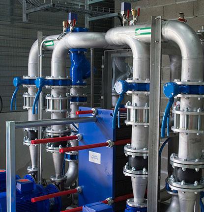 Projektuojame vandenvietes, vandens ruošyklas bei įvairias vandens tiekimo, valymo bei filtravimo sistemas.