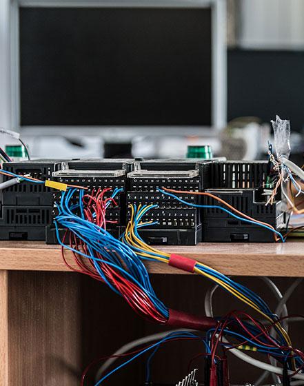 Loginių valdiklių programavimas. Pramoninių valdymo procesų programavimas, valdymo sistemų programavimas.