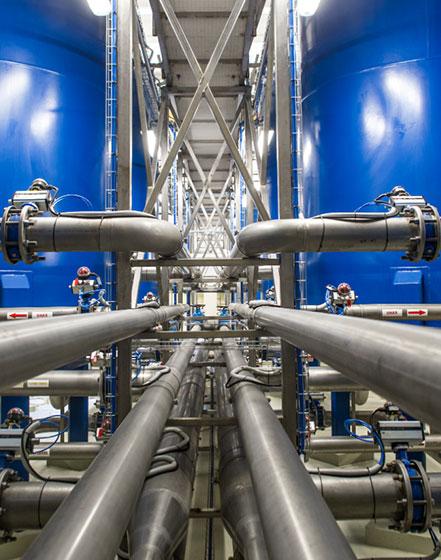 Įrengiame vandenvietes, vandens ruošyklas, montuojame vandens valymo bei filtravimo įrangą.